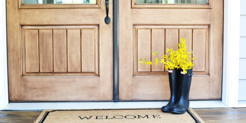 4 Front Porch Decor Ideas by Sweet Threads for ElleryDesigns.com