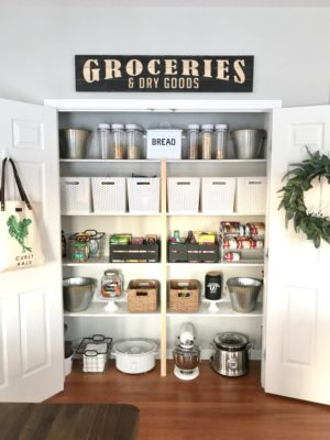 How to organize your pantry – farmhouse style